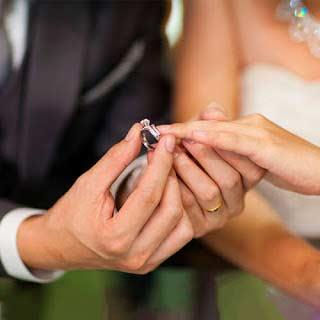 ¿Dónde ponerse los aros de matrimonio?
